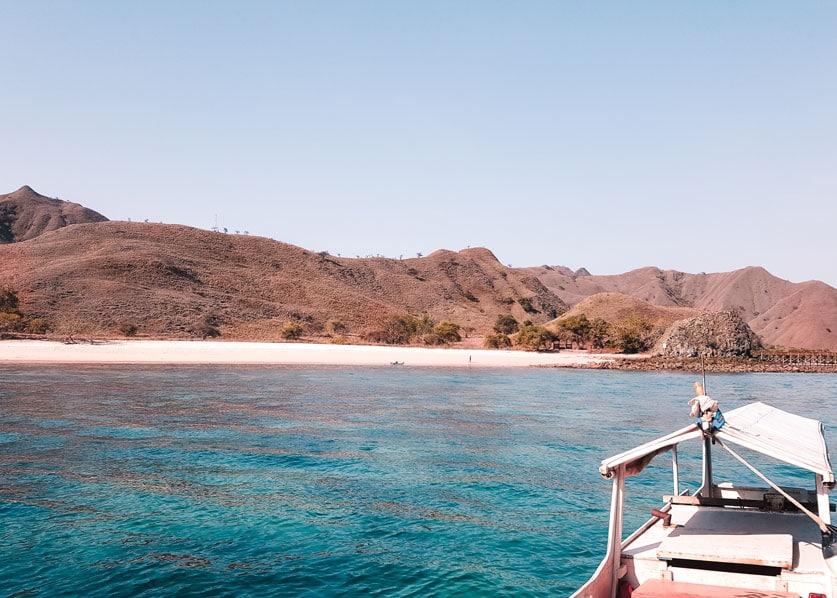 Pinker Strand im Komodo Nationalpark in Indonesien