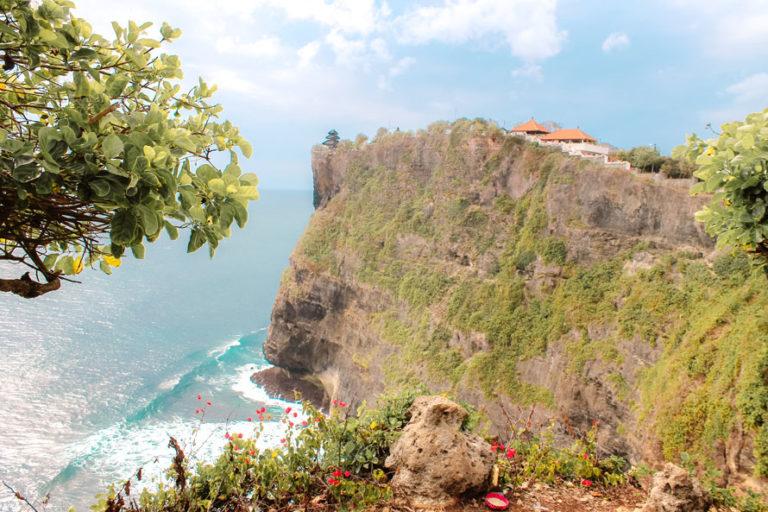 Uluwatu Tempel auf einer 70 Meter hohen Klippe am Südlichsten Punkt der Uluwatu Halbinsel