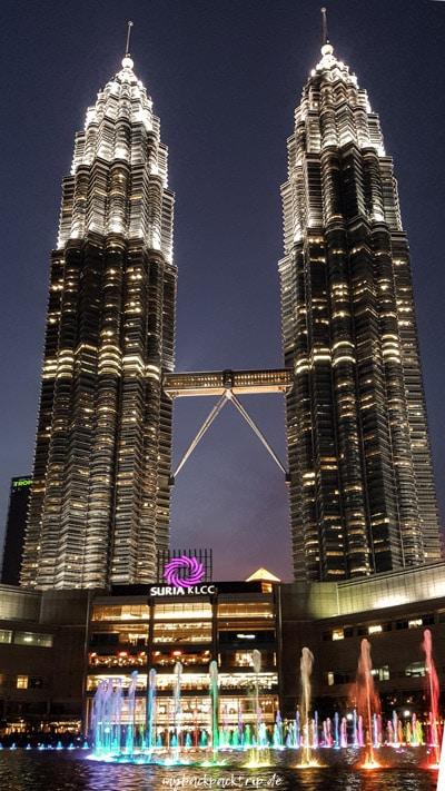 Petronas Towers, Kuala Lumpur bei Nacht vom KLCC Park