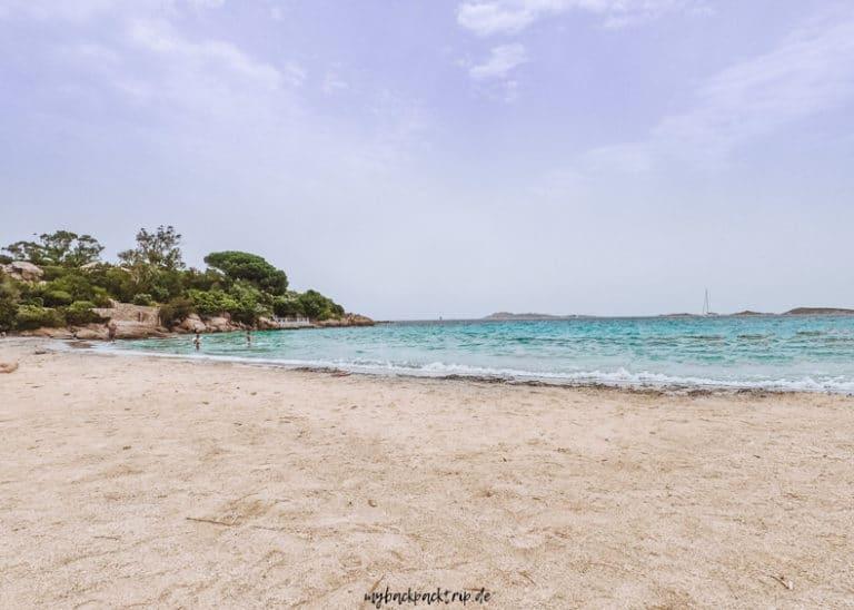 Sandstrand und türkises Meer